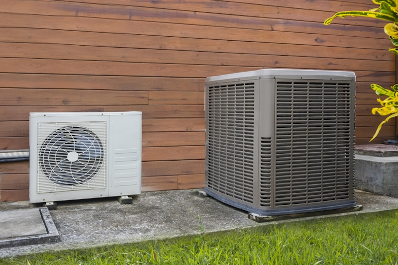 Air conditioning heat pumps on the side of a house in Grayslake, IL